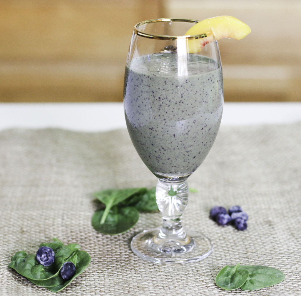 peach blueberry and spinach power smoothie