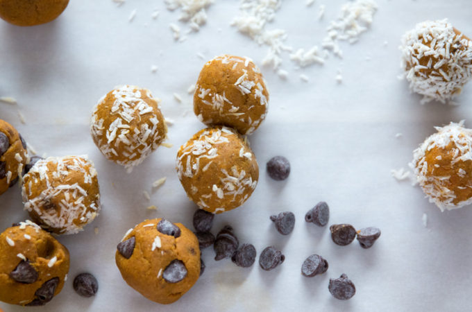 Pumpkin Spice Energy Balls. This healthy easy to make pumpkin snack is a perfect topping for oatmeal or smoothie bowl.